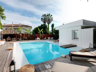 5 bedroom villa in Cannes, swimming pool and garden, 7 min drive or 30 min walk