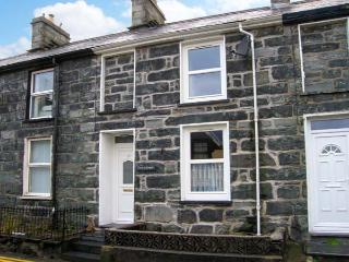 CRUD Y GWYNT, terraced, stone cottage, central location, enclosed patio, in Traw