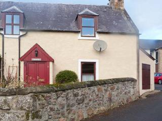 SILOCH, WiFi, pet-friendly, romantic touring base, stone cottage near Nairn, Ref