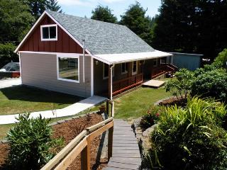 Cozy and convenient home close to the sparkling lake. Ample parking available!