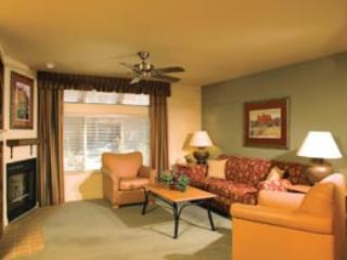 Outstanding LAKE TAHOE resort condo JULY 1 - 5.