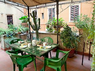 Terrace near Colosseum. Last Minute from August 8! Free wifi, cribs&higchairs
