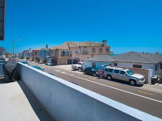 4808 B Seashore Drive- Upper 3 Bedroom 2 Baths, Newport Beach