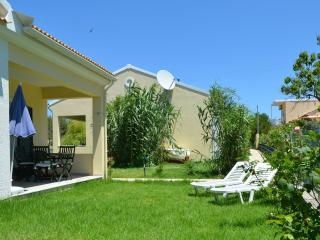 FLOWER VILLA 5, 2 BEDROOMS  - 250M FROM THE BEACH, Argyrades