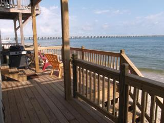 BEACHFRONT - $1M views and Private Beach Access
