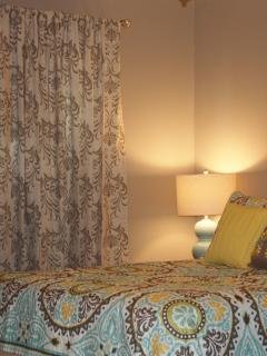 Comfortable queen bed all new linens