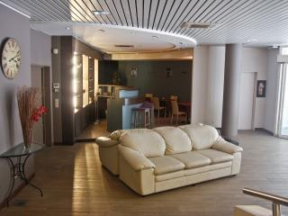 Studio in Ambassador Suites Antwerp, Amberes