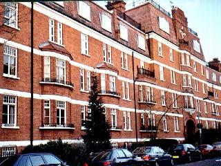 Bright, Cheerful Comfortable 2 Bed Kensington Flat