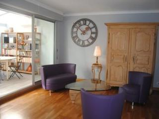 Carnot Chic, Amazing Flat with a Hot Tub and Great Views from Balcony