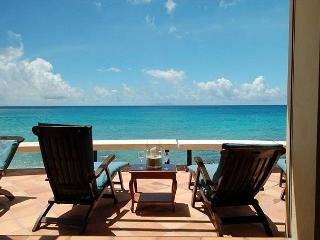 Beautiful, three bedroom, three bath villa sits directly on Bourgeaux Bay!, St. Maarten-St. Martin