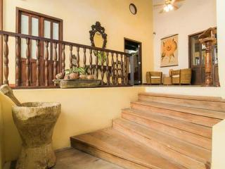 Bright 2 Bedroom Apartment in Old Town, Cartagena