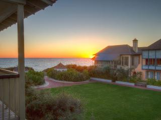 Burgin's Cottage - Gulf Views over Western Green in Rosemary Beach, FL