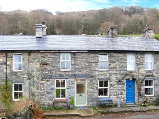 DRAPERS COTTAGE, mid-terrace cottage, woodburner, enclosed patio, walks from