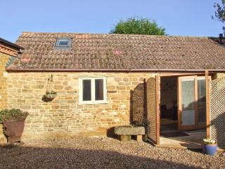 PAGETTS COTTAGE, single-storey pet-friendly cottage, close golf, walks