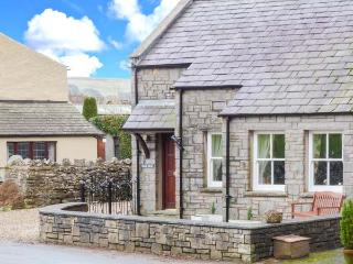 OAKLEA, pet-friendly single-storey cottage, village location, garden, Ravenstonedale Ref 905399
