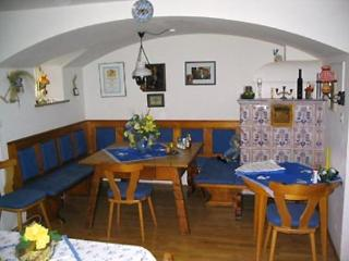 Single Room in Garmisch-Partenkirchen - affordable, great for solo travelers, breakfast in lounge (#…