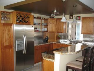 OCEAN/WHALE VIEWS TOP FLOOR CENTRAL AC BOOK IT NOW, Kihei