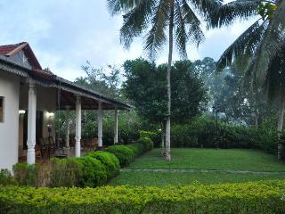 HikkaHouse 4BR Villa with Pool