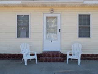 Cherry Grove Beach Bungalow- 100 yards to Ocean