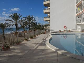 2nd floor ocean-front apartment, close to Barcelona, with great sea-view and kms long fine sandy beach