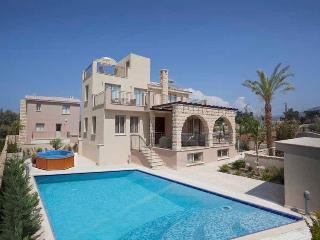 Exclusive 3 Bed Luxury Villa - Private Sandy Beach, Argaka