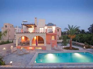 Exclusive 4 Bed Luxury Villa - Private Sandy Beach, Argaka