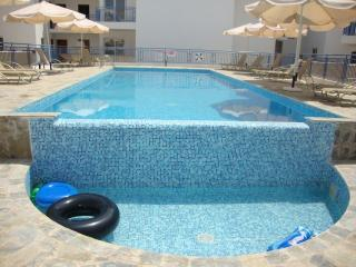 3 Bed House Roof Garden Heated Jacuzzi Large Pool