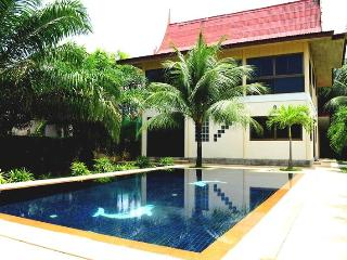 3 BR - Private pool villa with huge garden almost 1 rai in Naiharn, Sao Hai