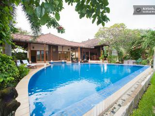 Araminth ,luxury 4/5 Bedroom spa Villa, ocean view, Lovina