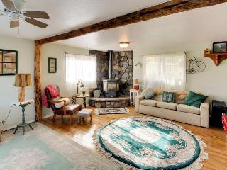 Lakefront, pet-friendly cozy studio cabin, Post Falls