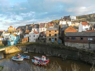 CLEVELYN, pet-friendly, woodburner, close to the coast, beautiful accommodation in Staithes, Ref. 903593
