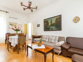 Apartment JARDIN - next to the Palace, Split