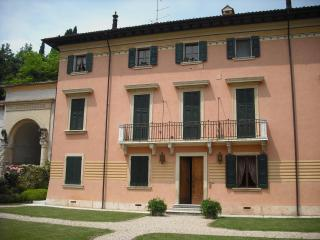 Le Coste Historical Apartment with  Vineyards View, Verona