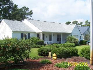 3 BR House on golf course, 2 miles from ocean