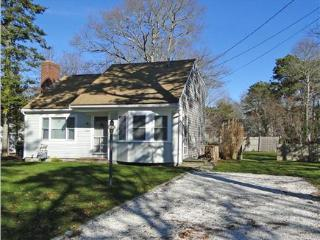 Renovated - Fall is great - stay here for Weddings, West Yarmouth