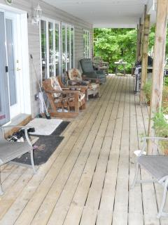 28 foot Front Deck facing the Lake