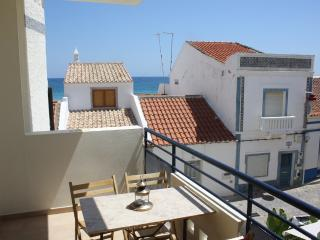 Modern apartment 30m from Salema beach with pool