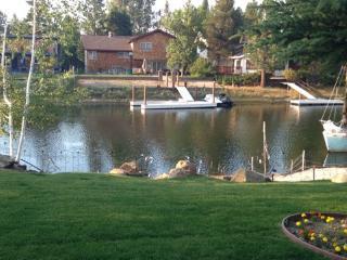 BIG Beautiful Lake house.! Kayak right to Lake Tahoe., South Lake Tahoe