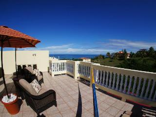 Casa Dulce Penthouse Walking distance toSandyBeach, Rincon