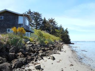 Waterfront Condo Lower, Coos Bay