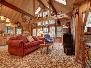 Creekside home w/ private hot tub, close to ski areas!, Rhododendron