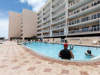 Islander 5008 - beach front,2 BR, large balcony, FREE beach chairs,golf, WIFI, Fort Walton Beach
