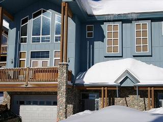 Diamond in the Ruff  Whiteforest Location Big White Ski Resort Sleeps 12