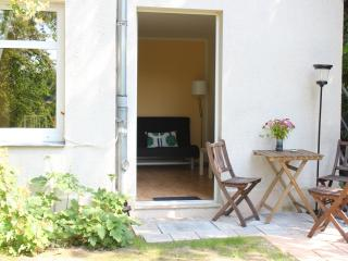 holiday-flat, cosy, placed in natural garden