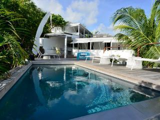 villa Pamela Popo, Bohemian chic design