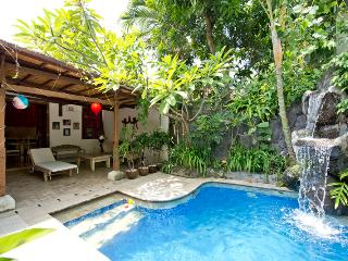 Bohemia, 3 Bedroom Villa Downtown Seminyak, HU