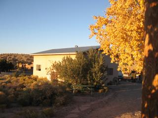 Charming Western Guest House - Country Setting but Close to Town, Placitas