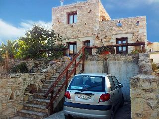 LUXURY STONE VILLA IN SOUTH CRETE , 5 PERSONS , NEARBY THE SEA, Pitsidia