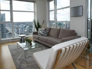 Panoramic views 1 Bed & Den Downtown, Vancouver