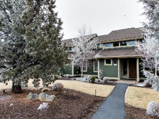 Two story home w/ large patio, forest views, shared hot tub, and pool, Redmond